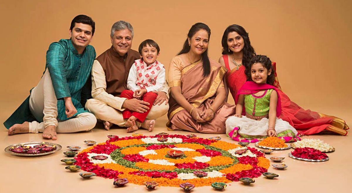 परिवार है तो जीवन मे हर खुशी, खुशी लगती है